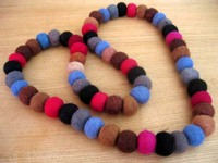 Felt_necklace_loveknots