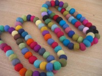 Felt_necklace_pastelcrayons